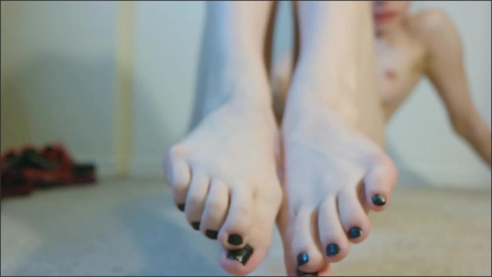 [Full HD] Elzbieta Black Polish Foot Tease Close Ups Elzbieta - ManyVids-00:10:41   Feet, Foot Fetish, POV Foot Worship, Soles, Foot Play - 776,2 MB