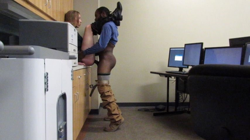 [Full HD] Endlesskink Quicky At College EndlessKink - ManyVids-00:09:11 | Public Blowjob,Public Nudity,Exhibitionism,College,Interracial - 1,3 GB