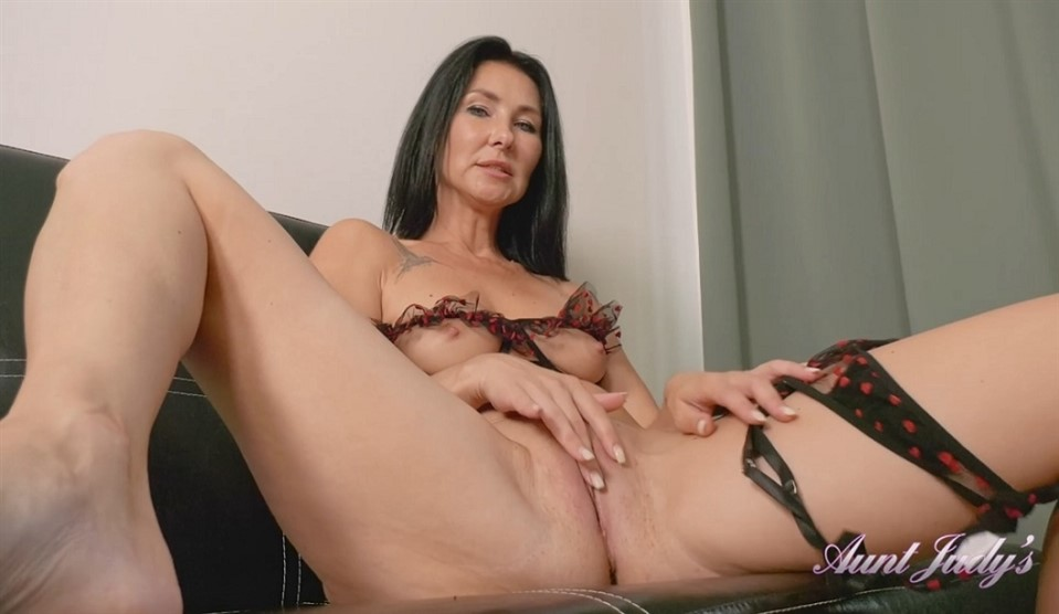 [Full HD] Eva Takes A Break From Reading to Masturbate For You Eva - SiteRip-00:19:55   Over 40, Lingerie, Small Boobs, Brunettes, Masturbation, Milf, Shaved Pussy - 964,5 MB
