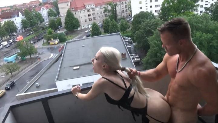 [Full HD] Helena Moeller Public Sex On Balcony Facial Helena_Moeller - ManyVids-00:07:52 | Outdoor Public Blowjobs,Public Outdoor,Public Nudity,Facials,German - 291,3 MB