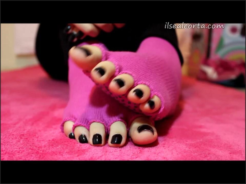 [Full HD] Ilse Alcorta Yoga Toes Ilse Alcorta - ManyVids-00:14:40   Barefoot, Feet, Foot Fetish, Socks, Soles - 391,8 MB