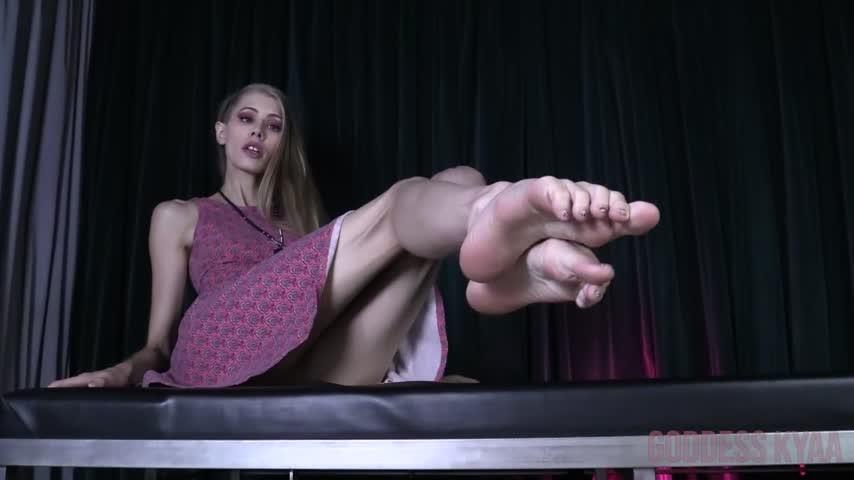 [Full HD] Kyaasempire Foot Worship For Ryan KyaasEmpire - ManyVids-00:09:34   Foot Fetish, Foot Domination, Upskirt, Panty Fetish, POV Foot Worship - 218,2 MB