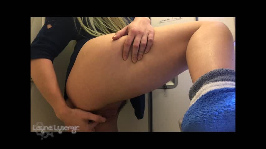 [Full HD] Layna Landry Airplane Pussy Play Layna Landry - ManyVids-00:08:11 | Fingering, Masturbation, Public Nudity, Public Toilet, Solo Female - 1,2 GB