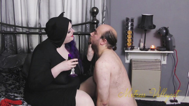 [Full HD] Mxtressvalleycat Black Mass Imitation Ceremony MxtressValleycat - ManyVids-00:08:29   Religious, Femdom, Halloween, Spitting, Flogging - 667,6 MB