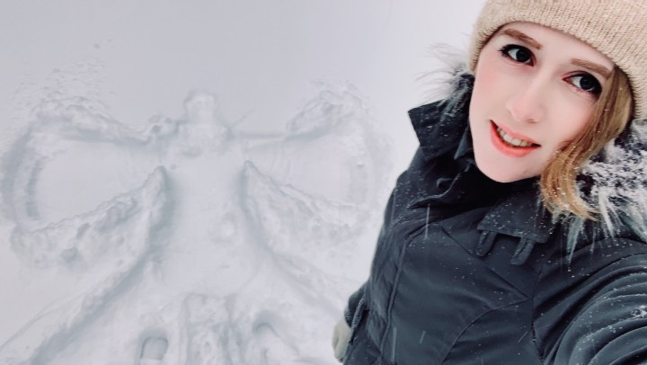 [Full HD] Shiri Allwood The Fallen Snow Angel Shiri Allwood - ManyVids-00:12:02 | Outdoors, Sweater Fetish, Public Nudity, Flashing, Exhibitionism - 1,2 GB