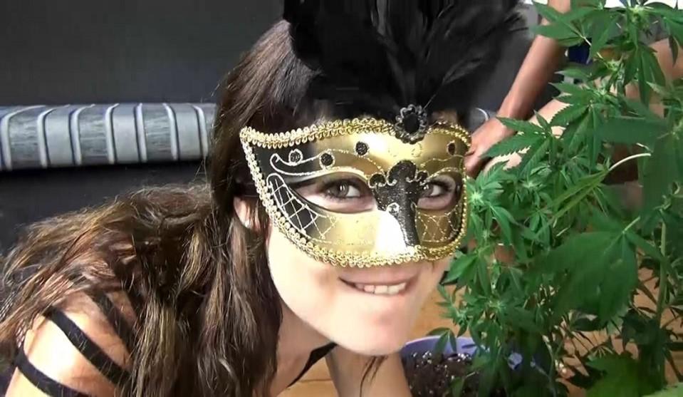 [Full HD] Unknown Tiny Dutch Rumble In The Weed Jungle Unknown Tiny Dutch - ManyVids.Com / CumBizz.Com-00:26:30 | Facials, Gangbangs, Amateur, Bukkake - 1,9 GB