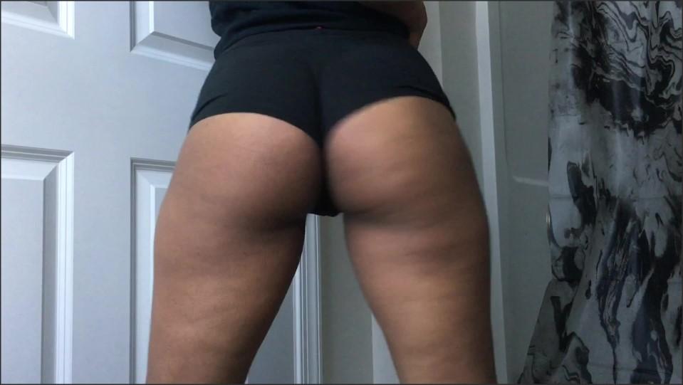 Veronicaglasses Twerking In Black Booty Shorts