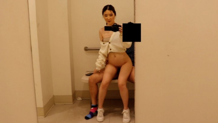 Yummykimmy Fucking And Sucking In A Fitting Room